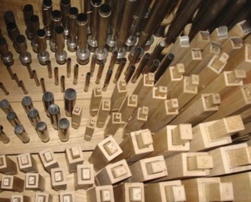 TP shows handmade pipes of the Organ Positiv Division
